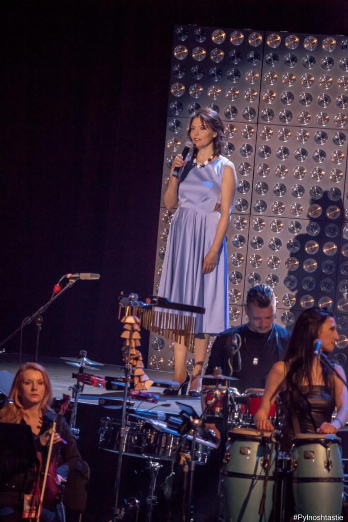 Основната причина този концерт да се случи, Руми Благоева ни подсети, че обичаме…луди, луди жаби насън…