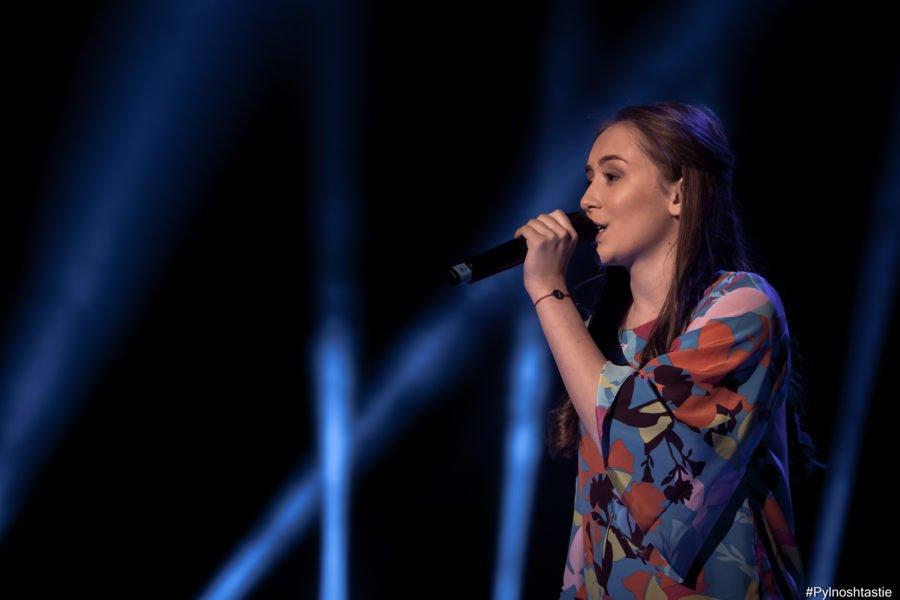 """Тогава, някак точно навреме, Ива Екимова ни представи Дара – която изпя песен на татко си – Дими от """"Сленг""""."""