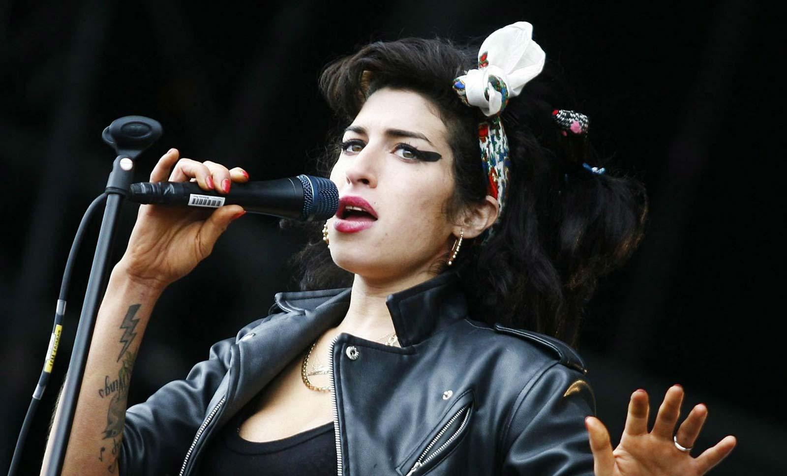 Amy Winehouse с плоча на музикалната алея на славата в Лондон