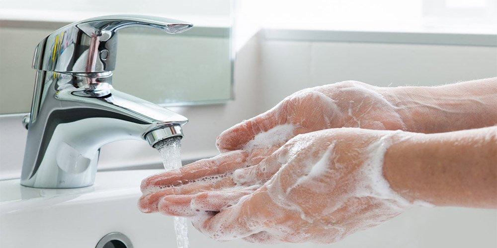 Как да си направим дезинфектант за ръце