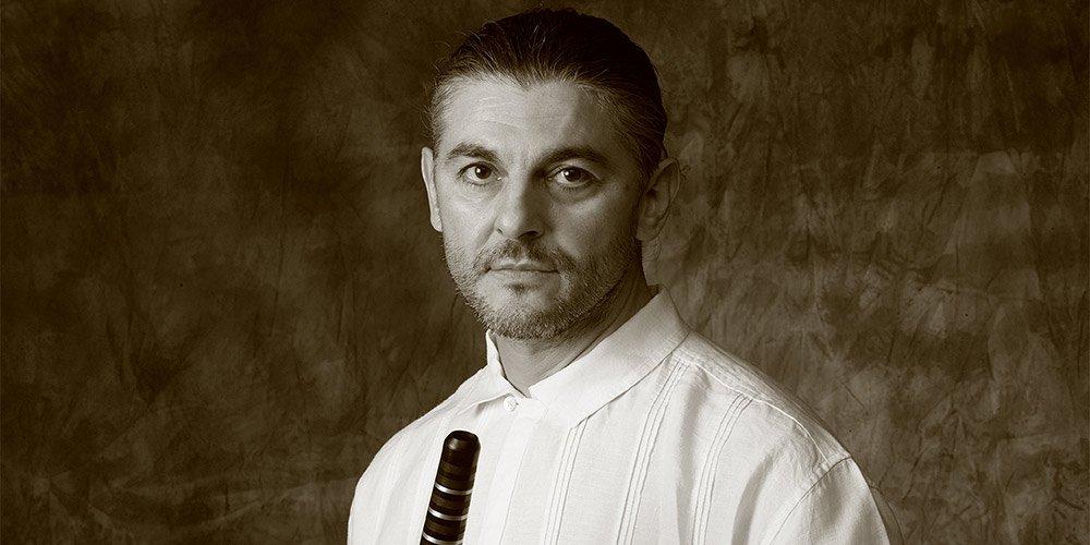 Теодосий Спасов първи започва да свири джаз на кавал.