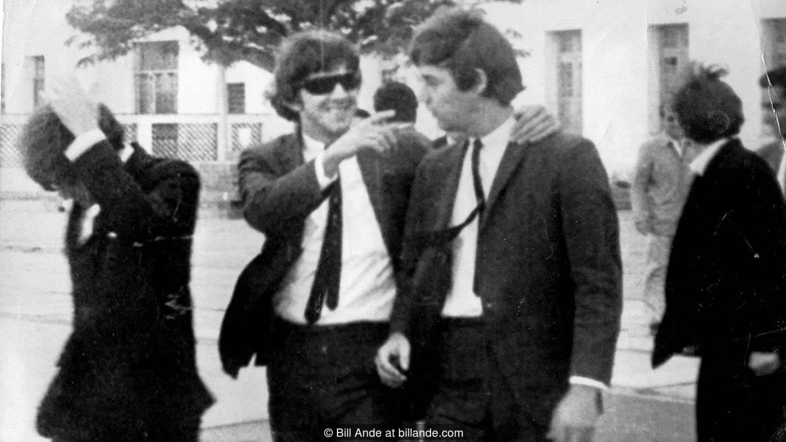 Възмущението от фалшивите Бийтълс продължава в медиите до края на декември 1964 г.