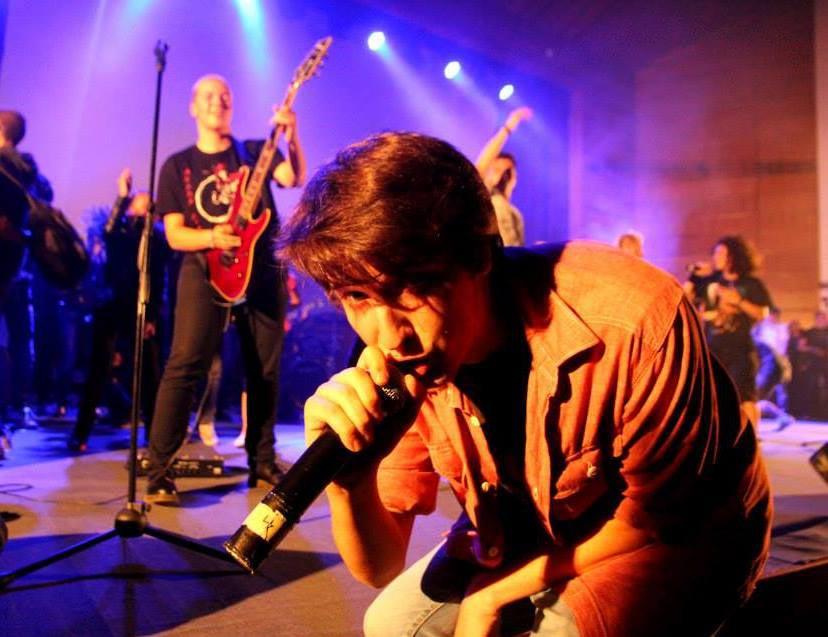 През 2013 г. с приятели основават бандата ''Simai'', с която покорява български и международни сцени.