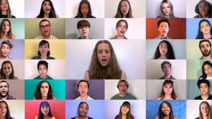 """Нова версия нa """"I Dare You"""" - Kelly Clarkson с виртуален акапела хор"""