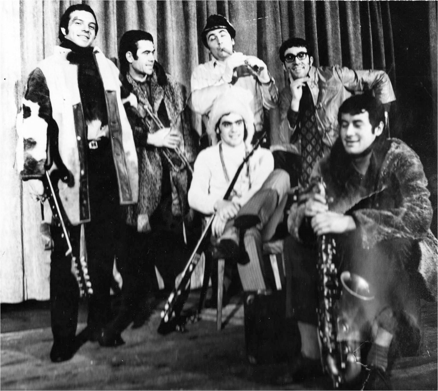 Рок група Везни blacka and white
