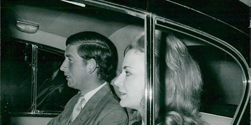 Lucia Santa Cruz and prince Charles in car