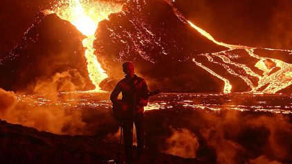 Kaleo със смело видео пред изригващ вулкан